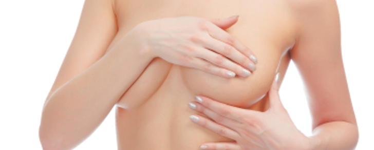 Ringiovanire il seno con la protesi